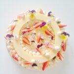 Dort - créme patisserie, bavorský krém, mandlový sponge cake, jahody